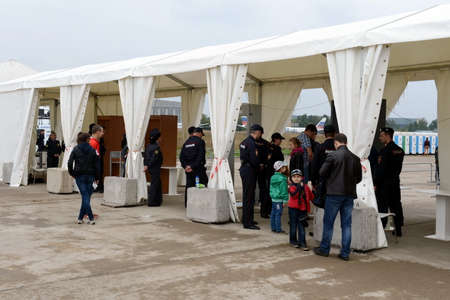 Screening of visitors at the International aviation and space salon MAKS-2013. The job of the police.