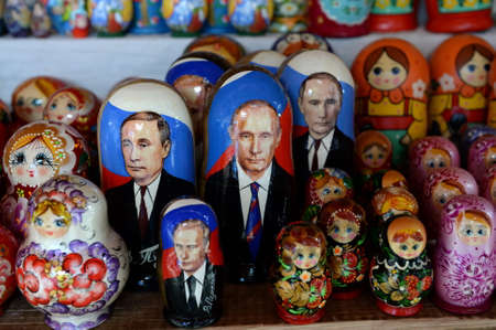 Photo pour Souvenirs-matryoshka dolls with the image of Russian President Vladimir Putin on the counter of Souvenirs in Moscow - image libre de droit