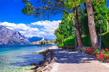 Photo pour scenic landscape of Lago di Garda, Malcesine. Itlay - image libre de droit