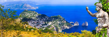 Photo pour Landmarks of Italy, view with famous Capri. - image libre de droit