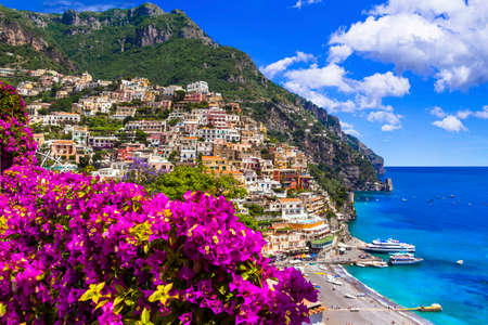 Photo pour Beautiful Positano village, view with flowers and sea, Campania, Italy. - image libre de droit