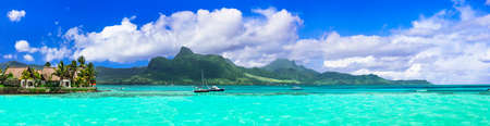 Photo pour Incredible nature in Mauritius island, view with turquoise sea and mountains. - image libre de droit
