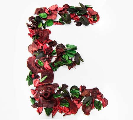 Photo pour Latin alphabet letter made from dry rose flowers. - image libre de droit