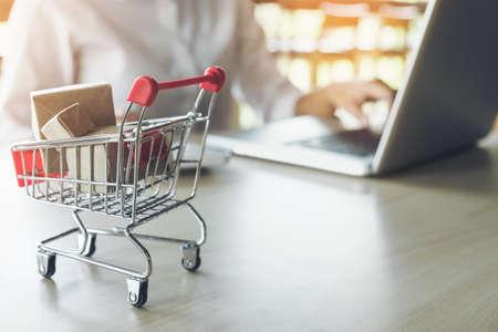 Foto de Internet online shopping concept, woman shopping online is a form of electronic commerce from a seller over internet. - Imagen libre de derechos