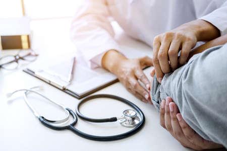 Photo pour Doctor examining patients elbow at the medical office. - image libre de droit