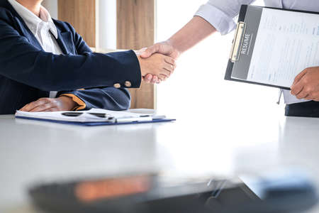 Photo pour Greeting new colleagues, Handshake while job interviewing, Female candidate shaking hands with Interviewer or employer after a job interview, employment and recruitment concept. - image libre de droit