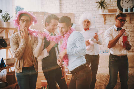 Photo pour Gay guys dancing to music at party at home. - image libre de droit