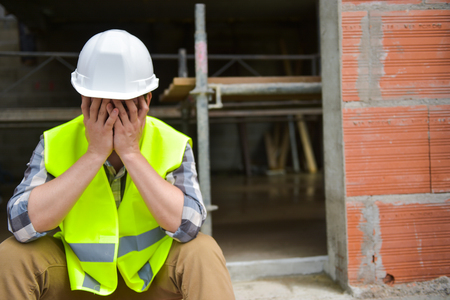 Photo pour Distraught Construction Worker the hands on his face - image libre de droit