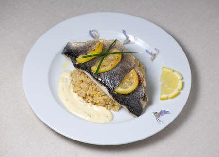 Photo pour Lemon spiked sea bream fillet, cooked wheat risotto - image libre de droit