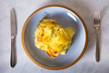 Photo pour Potato gratin (with cream and butter). Scalloped potatoes or potato bake. View from above, top view - image libre de droit