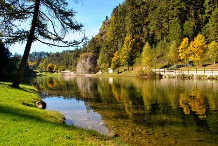 Foto de Magic mountain lake autumn - Imagen libre de derechos