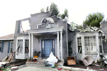 Photo pour House damaged by disaster. Scenery for cinema - image libre de droit