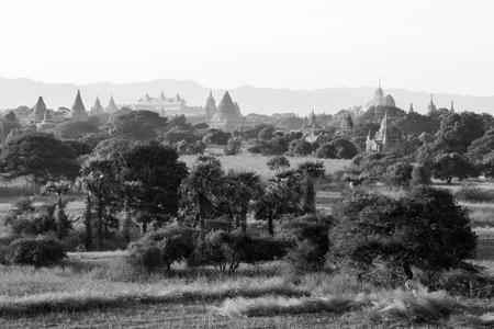 Photo pour Ancient Temple in the Archaeological Park in Bagan after sunrise, Myanmar - image libre de droit