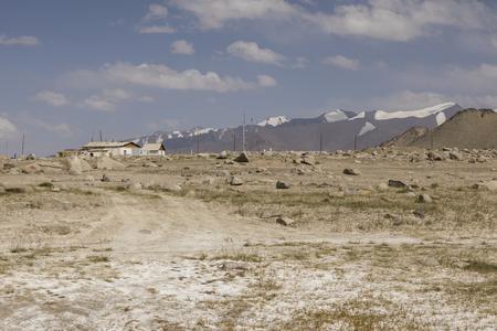 Foto de The small town Karakul on the Pamir Highway in Tajikistan - Imagen libre de derechos