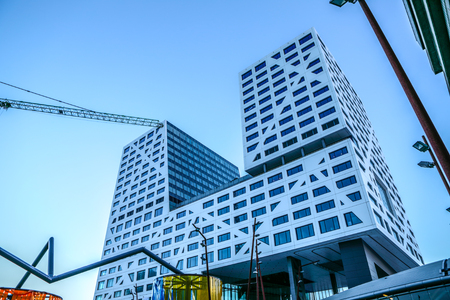 Photo pour NETHERLANDS, UTRECHT - DECEMBER 27, 2016: Modern city architecture of central station. Utrecht - Holland. - image libre de droit