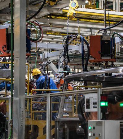 Foto für Workers in machinery factory in China. - Lizenzfreies Bild