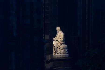 Edinburgh scott statue night view