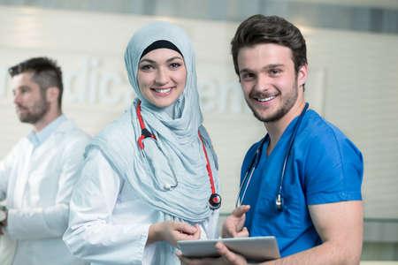 Photo pour Saudi arab doctors working with a tablet. - image libre de droit