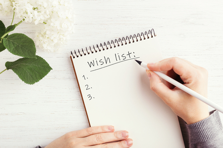 Photo pour Womans hand writing in notebook. - image libre de droit
