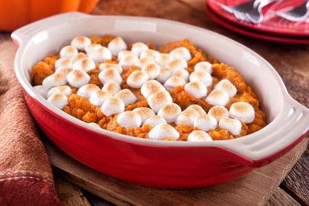 Photo pour A delicious homemade sweet potato casserole with marshmallow topping. - image libre de droit