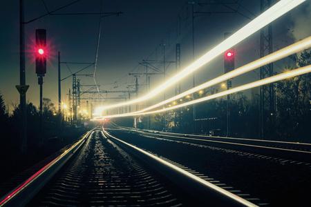 Photo pour Train light trail with red light, long exposure - image libre de droit