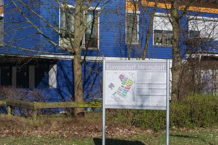 MEINSDORF, GERMANY - MARCH 24, 2017: Eine Straße im Europadorf im Ortsteil Meinsdorf der Stadt Dessau-Roßlau. Das Europadorf wurde nach einem europaweiten Architekturwettbewerb von 1993 bis 1996 erbaut.
