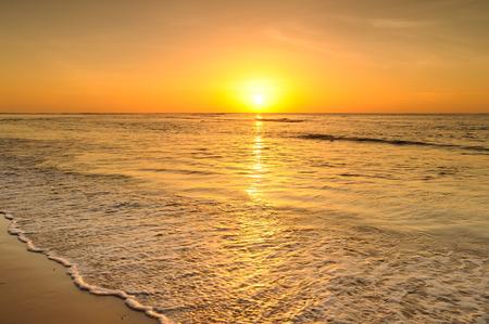 Photo pour Beach and sea sunset in Thailand - image libre de droit