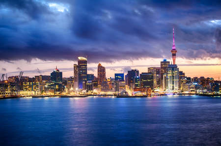 Photo pour Skyline photo of the biggest city in the New Zealand, Auckland. The photo was taken after sunset across the bay - image libre de droit