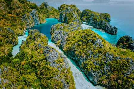 Photo pour Aerial drone view beautiful shallow tropical Big and Small Lagoon explored inside by tourist on kayaks surrounded by jagged limestone karst cliffs. El Nido, Palawan Philippines - image libre de droit
