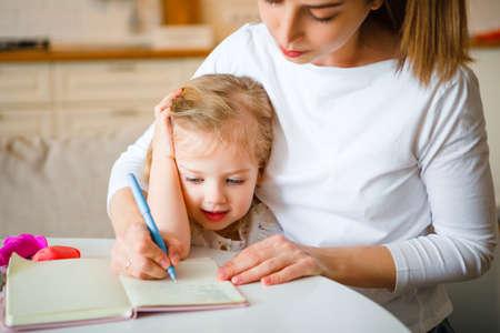 Photo pour Work at home during quarantine. Mom with a child. - image libre de droit