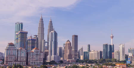 Photo pour Kuala Lumpur skyline, view of the city, skyscrapers with a beautiful sky in the morning. - image libre de droit