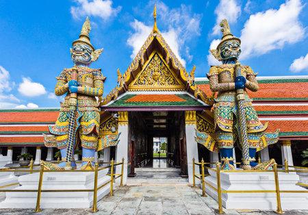 Photo pour Wat Phra Kaew, Temple of the Emerald Buddha, Bangkok, Thailand. - image libre de droit