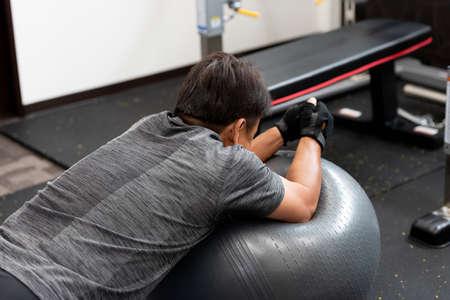 Foto de Athlete training in the gym at home - Imagen libre de derechos