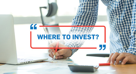 BUSINESS WORKING OFFICE BUSINESSMAN WHERE TO INVEST? CONCEPT