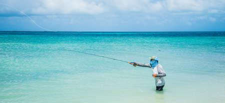 Photo pour fly fisherman los roques venezuela - image libre de droit