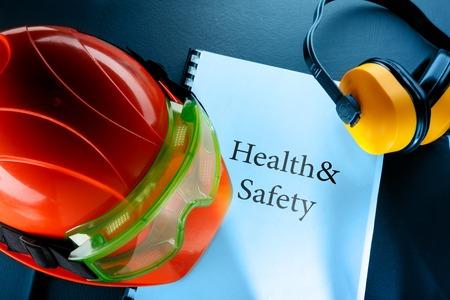 Photo pour Safety goggles, earphones and red helmet - image libre de droit