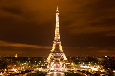 Foto de PARIS, FRANCE - DECEMBER 2: Ceremonial lighting of the Eiffel tower on  DECEMBER 2, 2010 in Paris, France. The Eiffel tower is the most visited monument of France. - Imagen libre de derechos