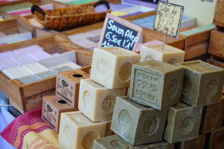 Photo pour St AYGULF, VAR, PROVENCE, FRANCE, AUGUST 26 2016: Blocks of home made artisan soap on a Provencal market stall in the South of France - image libre de droit