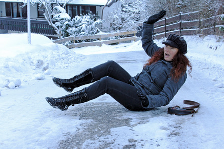 Risk of accident by slipping on snow roads and footpaths