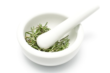 Photo pour White ceramic mortar and pestle with rosemary isolated on white - image libre de droit
