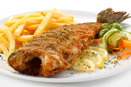 Foto de Fish dish - fried fish, French fries and vegetables - Imagen libre de derechos