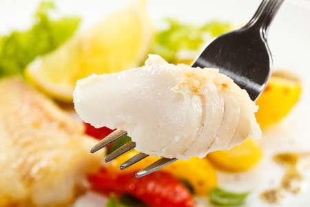 Foto de Fish dish - fried fish fillets and vegetables - Imagen libre de derechos
