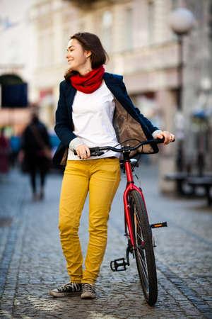 Foto de Urban biking - girl and bike in city - Imagen libre de derechos