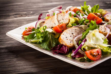 Vegetable salad with grilled chicken