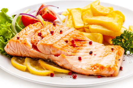 Photo pour Roast salmon, french fries and vegetables on white background - image libre de droit