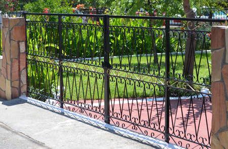 Photo pour metal gate for a private house - image libre de droit