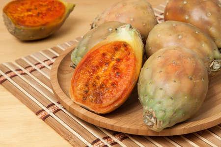 Photo pour Prickly pear cactus fruits - Opuntia ficus indica; photo on wooden background. - image libre de droit