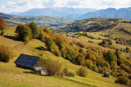 Photo pour Beautiful Autumn in the Carpathian Mountains Landscape - image libre de droit
