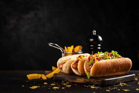 Photo pour Three delicious hotdogs - image libre de droit