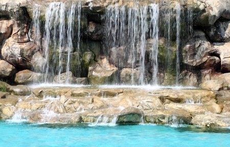 flowing waterfall in swimming pool: Lizenzfreie Bilder und Fotos